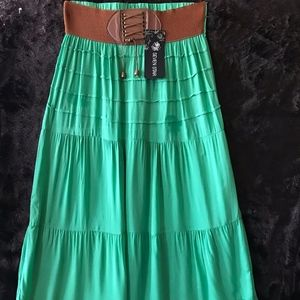 NWT Imported Seven Star Maxi Skirt in Green